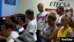 """Reporta Cuba """"Operación Twiter""""Activistas de UNPACU en Santiago de Cuba."""