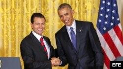El presidente mexicano, Enrique Peña Nieto (i)y su homólogo estadounidense, Barack Obama (d), tras una rueda de prensa celebrada en julio de este año.