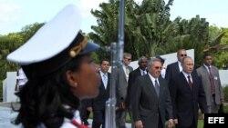 Putin y Raúl Castro en la Tumba del Soldado Soviético en Artemisa.