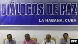 Darío Álcides Fajardo Montaña, Eduardo Pizarro, Jair Hernándo Estrada Álvarez y Vicente Torrijos Rivera, en La Habana. Archivo.