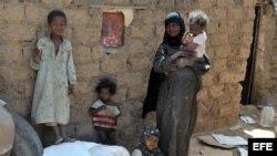 Familia yemení. Foto de archivo