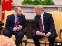Joshua Holt se reúne con el presidente Donald Trump tras su liberación el 25 de mayo (Archivo).