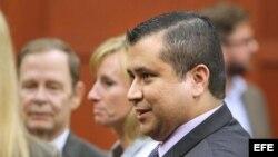 George Zimmerman abandona la Corte.