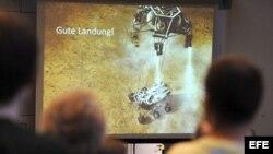 Cerca de 500 personas, entre ellos estudiantes, empleados y familiares, siguen en directo el aterrizaje del vehículo explorador Curiosity en la Universidad de Kiel (Alemania) hoy, lunes 6 de agosto de 2012. a Universidad de Kiel participa en el proyecto c