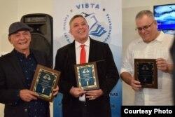 José Hugo Fernández y Armando de Armas reciben compartido el Premio Reinaldo Arenas 2017