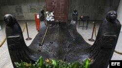 Tumba de monseñor Romero, en el interior de la Catedral Metropolitana en San Salvador.