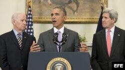 El presidente de EEUU Barack Obama, junto al vicepresidente Joe Biden (i) y el secretario de Estado John Kerry (d).