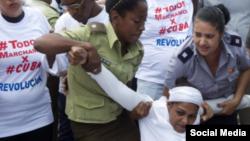 Desproporcionada represión contra las Damas de Blanco en La Habana