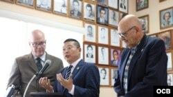 """De izquierda a derecha el Dr. Orlando Gutierrez Boronat, el Dr. Yang Jianli y José Luis Fernández presidente del Presidio Político Histórico Cubano durante la conferencia de Prensa """"La Comisión de Justicia de Cuba """""""