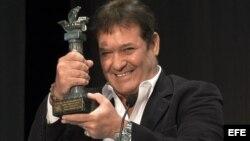 """El actor cubano Jorge Perugorría recibe el Premio """"Ciudad de Huelva"""" durante la gala de inaugural de la 42 edición del Festival de Cine Iberoamericano de Huelva, celebrada esta noche en la Casa Colón de la capital onubense."""
