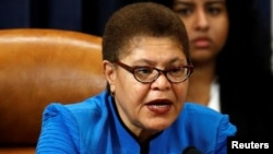Karen Bass, demócrata por California. Patrick Semansky/Pool via REUTERS