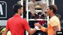 Djokovic saluda a Nadal.
