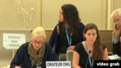 La representante de la ONG Amnistía Internacional (Izq.) se refiere al caso de Cuba durante las conclusiones del debate sobre el Examen Periódico Universal.