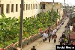 Otro momento del sepelio en Baracoa.