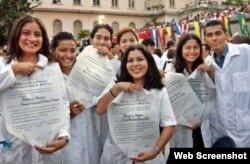Cuba procura acelerar la graduación de médicos.
