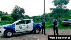 La policía hondureña detuvo a los cubanos que viajaban rumbo a EEUU a través de las fronteras de Centroamérica. (Captura de pantalla/La Tribuna)