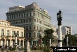 Vista del Hotel Saratoga. Coral Capital habría invertido 75 millones en su remodelación.