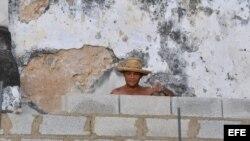 Obrero del sector de la construcción en La Habana.