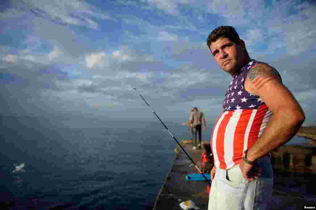 Pescador en el Malecón de La Habana. REUTERS/Alexandre Meneghini