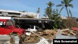 Constructores cubanos repararán techos y casas devastadas por el huracán María hace cinco meses.