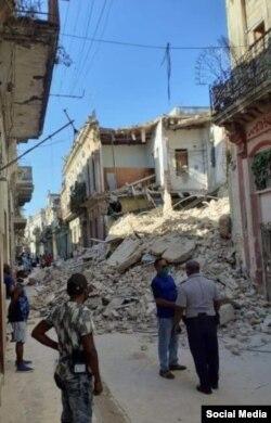 Otra imagen de los escombros del edificio de Habana, entre Luz y Acosta, en La Habana Vieja.