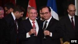 Raúl Castro durante la cena de Estado ofrecida por el presidente de Francia.