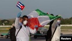 Médicos cubanos en México. Ismael Francisco/Pool via REUTERS