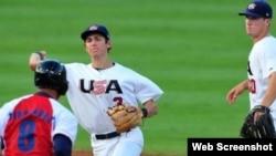 Archivo 2013 - Cuba pierde frente a equipo de béisbol de EE.UU.
