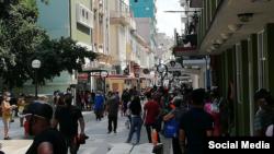 Colas en la capital cubana durante la pandemia.