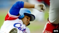 El pelotero cubano Frederich Cepeda juega actualmente en Japón.