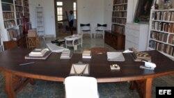 Foto de archivo (24/05/05) de la biblioteca del fallecido escritor estadounidense Ernest Hemingway, en su casa de Finca Vigía, en La Habana.