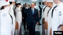 El vicepresidente Pence visita el buque hospital Comfort en el Puerto de Miami antes de su partida a Latinoamérica.