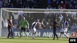 El centrocampista del Valladolid Fausto Rossi celebra el gol del triunfo.