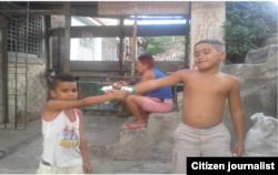 Reporta Cuba. Juegan con juguetes creados por ellos. Foto: Yusmila Reyna.