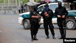 "Policías antimotines encapuchados custodian la cárcel ""La Modelo en Tipitapa, Nicaragua. Foto REUTERS/Oswaldo Rivas"