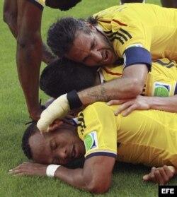 Los jugadores de Colombia celebran el triunfo sobre Grecia.