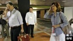 La canciller colombiana, María Ángela Holguín, entra al Palacio de convenciones de La Habana.