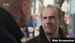 """Javier Larrondo, el director de Prisoners Defenders, entrevistado para el noticiero """"Nieuwsuur""""."""