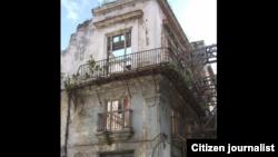Reporta Cuba. Edificio en peligro de derrumbe. Foto: Yusnaby Pérez.