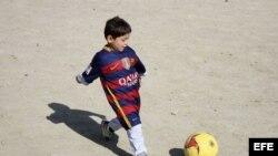 """El pequeño """"Messi afgano"""" tuvo que huir de Afganistán"""