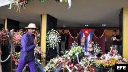 El cantante y director de orquesta cubano Pedro Calvo, ex integrante de Los Van Van, en el funeral de Juan Formell.