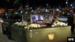 La caravana con las cenizas del fallecido líder de la revolución cubana, Fidel Castro, por la ciudad de Bayamo (Cuba).