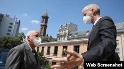 Ricardo Cabrisas y Emmanuel Moulan durante su encuentro en París para hablar de la deuda cubana. (Foto: Captura de imagen/MINREX)