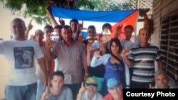 Activistas del MCL rinden homenaje a Payá y Cepero en Holguín, el Domingo 20 de Julio de 2014.