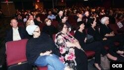 """Vista del publico asistente a la presentación de """"Cuba 60 años de dictadura Comunista"""" en el Teatro Manuel Artime de la Pequeña Habana, el sábado 12 de enero del 2019. Photo Roberto Koltun OCB Staff."""