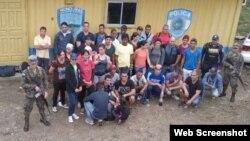 Grupo de cubanos indocumentados retenidos en Honduras.