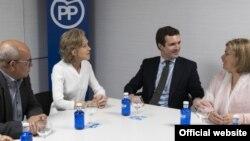 Pablo Casado en reunión con opositores cubanos.