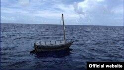 La embarcación en la que viajaban los balseros cubanos. (Foto: Guardia Costera)