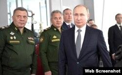 Borisov (derecha) junto al presidente ruso Vladimir Putin.