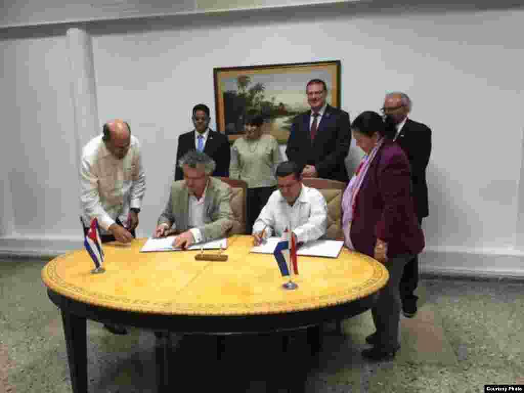 Firma de cooperación entre Cuba y los Países Bajos.